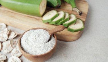 An image of green bananas and banana powder