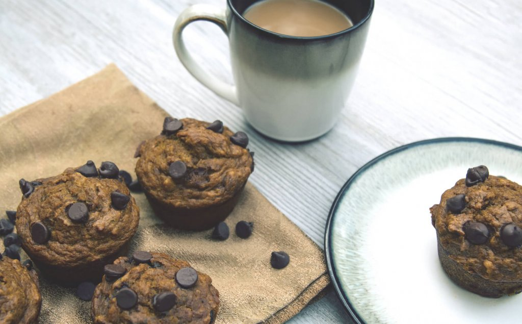A picture of muffins with coffee