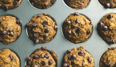 A picture of pumpkin chocolate chip muffins