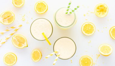 An image of a lemon shake with lemon wedges